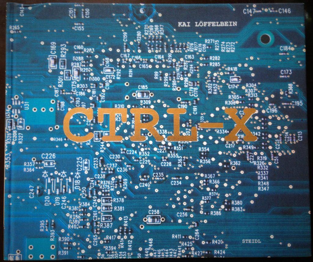 """Zu sehen ist das Cover des Bildbandes """"CTRL-X"""" von Kai Löffelbein"""